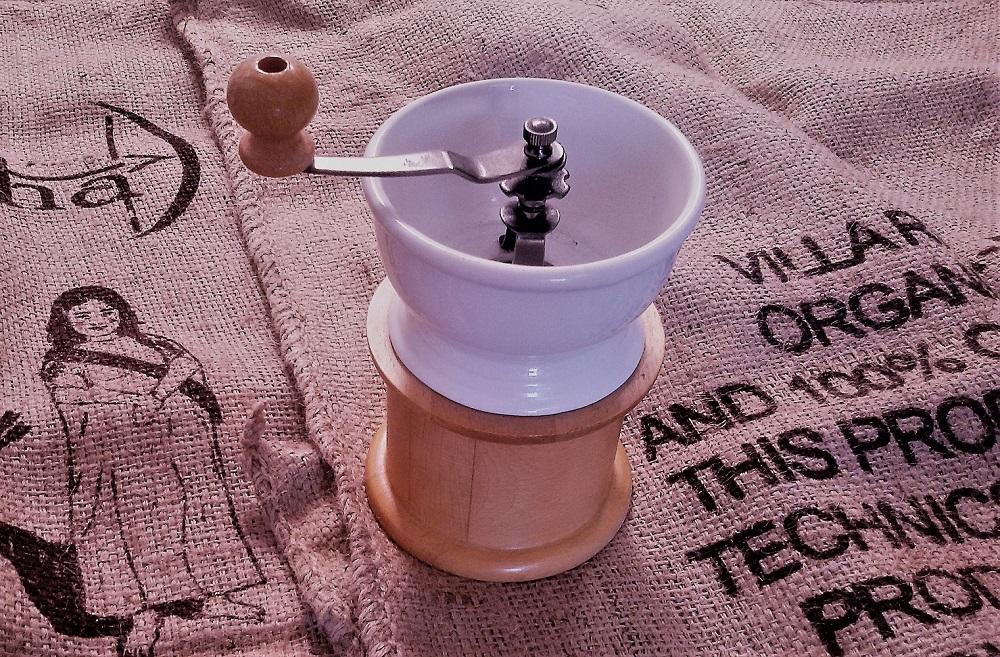 handmühle auf Kaffeesack